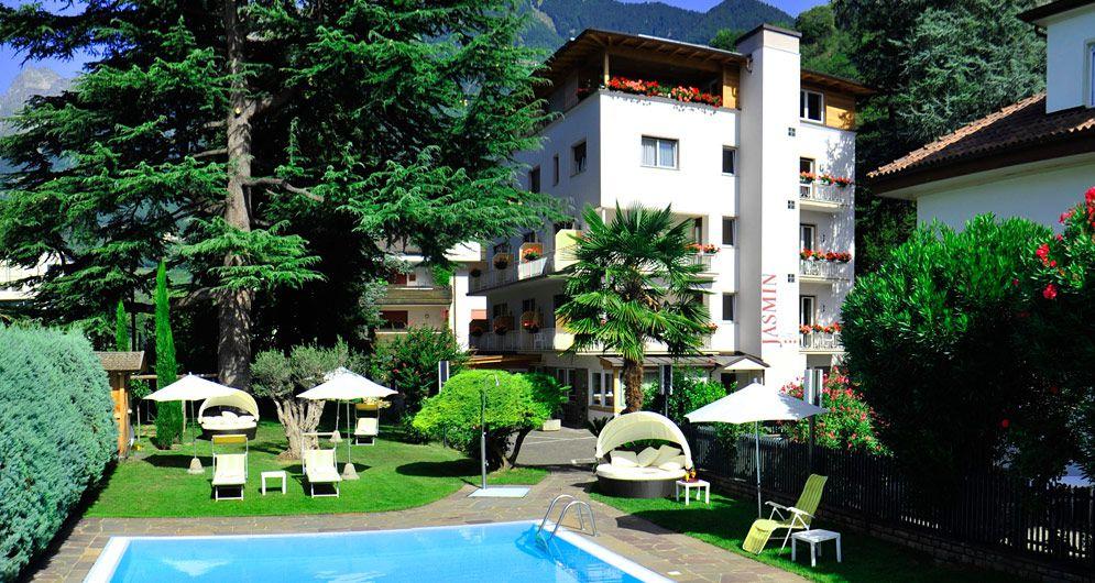 Hotel meran mit freibad und garten urlaub meran hotel for Design hotel meran und umgebung